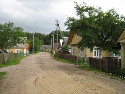 Tiltų kaimo gatvė